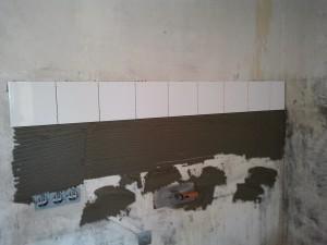 Укладка плитки на стену сверху